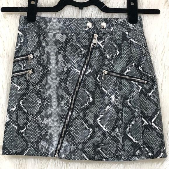 Bershka Dresses & Skirts - Bershka Leather Grey Snake Print zipper Skirt